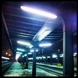 Osiřelé Masarykovo nádraží v noci