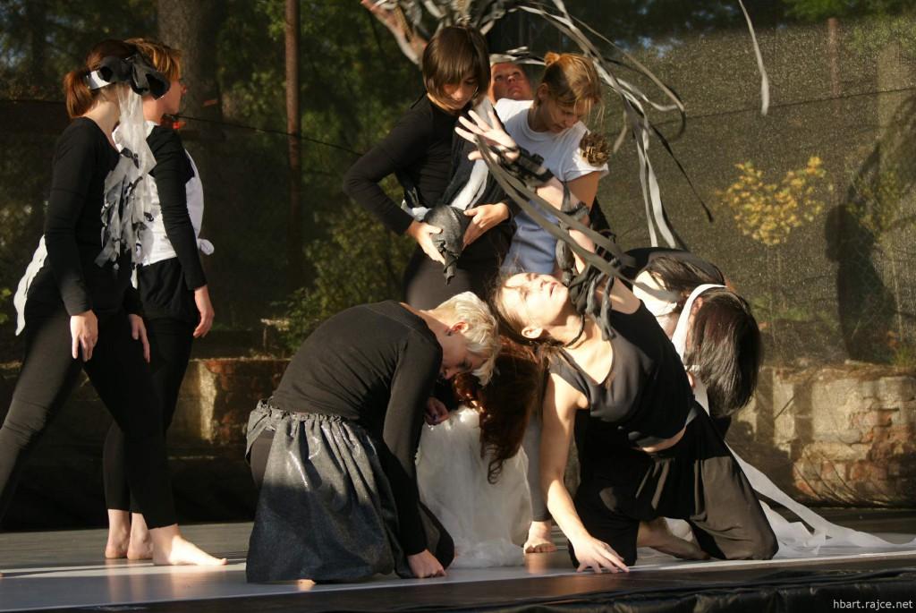 Vystoupení zručských a libčických žen. foto: HBart