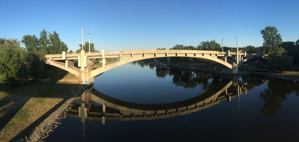 Kralupy: most uzavřen